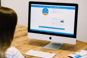 Vor Ort beraten lassen, oder online reservieren. In unserem Online Verleih kannst du schon von zu Hause aus dein Equipment aussuchen und reservieren.  Damit sparst du bis zu -15% und Zeit die du dann auf der Piste verbringen kannst. Denn mit einer Online Reservierung ist kein Check in vor Ort mehr nötig, bei Vorauszahlung sparst du dir zusätzlich noch den Gang zur Kasse.